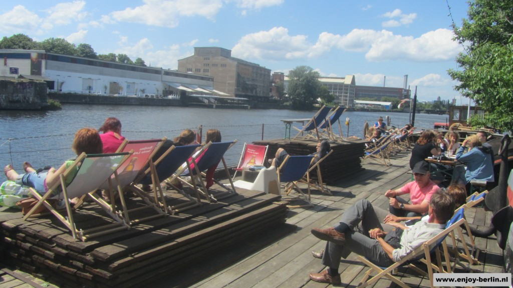 Oststrand Berlin, Boat at the Spree