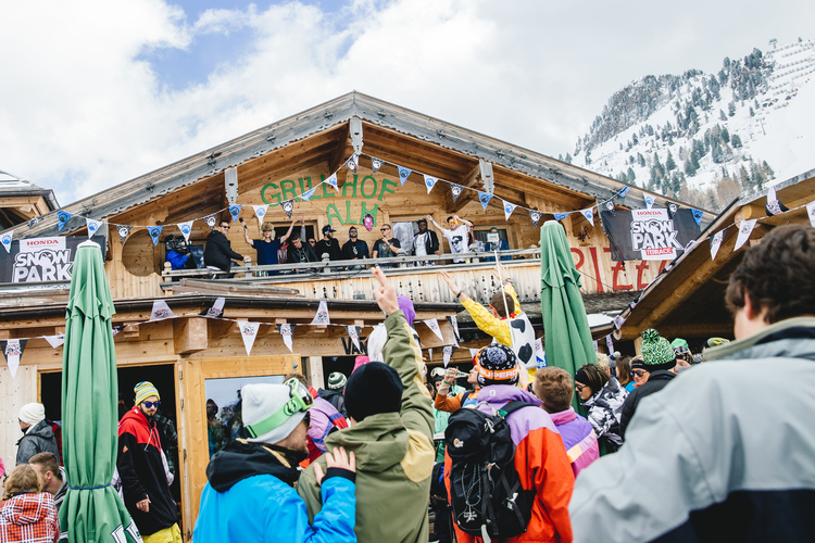 Snowbombing Party